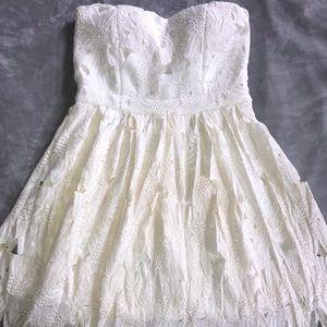 Sans Souci off-white lace dress